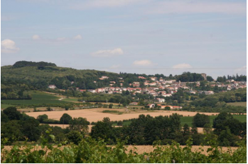 L'Implantation de Pouzauges à flanc de colline © Mairie de Pouzauges